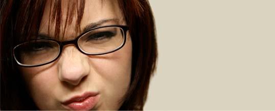 Okulary w mowie ciała
